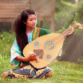 by Pacu Jue - People Musicians & Entertainers