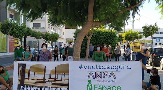 Las AMPA del Levante secundan la concentración de Marea Verde en Almería