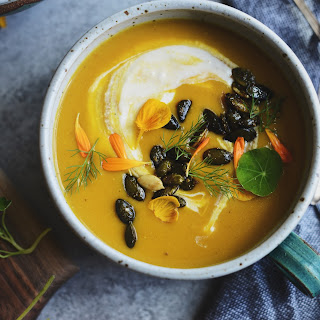 Roasted Buttercup Squash Soup (paired with Cross-Dye Napkins in Dark Gray)