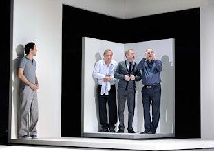 Photo: Wien/ Theater in der Josefstadt: KAFKA - EIN PROJEKT VON ELMAR GOERDEN. Premiere 25.4.2015. Regie: Elmar Goerden. Alexander Absenger, Toni Slama, Andre Pohl, Peter Kremer. Foto: Barbara Zeininger