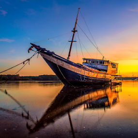 .:: side light ::. by Setyawan B. Prasodjo - Transportation Boats ( dawn, twilight, sunrise, fishing, fisherman, boat, hdr photography )