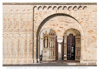 Photo: reicher Skulpturenschmuck im romanisches Paradiesportal zum im 13. Jahrhundert neu errichteteten Dom Maria, Liborius und Kilian in Paderborn in Westfalen