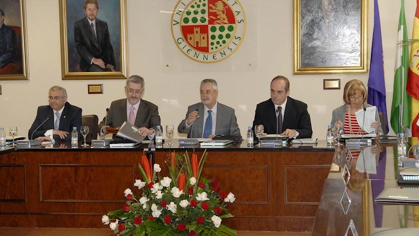 Foto del acto cuando se aprobó Medicina para Almería en 2010.