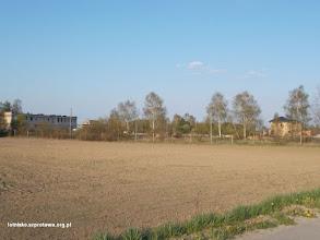 Photo: Stare poradzieckie obiekty wojskowe i nowe domy budowane przez Polaków