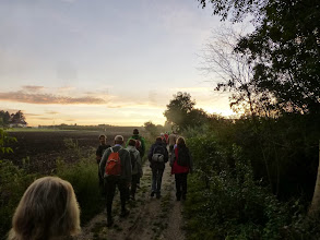Photo: Schon am Weg nach Leitzersdorf begrüßt uns zaghaft die Sonne