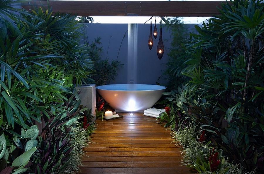 Ciptakan Nuansa Khas Resort Lewat Desain Kamar Mandi Outdoor Super Cantik