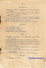 Photo: Buku nama-nama pejabat Hindia Belanda tahun 1931-1936. Dalam halaman 17,  nama pejabat Hindia Belanda di Kota Makassar, Malang, Medan, dan Menado.
