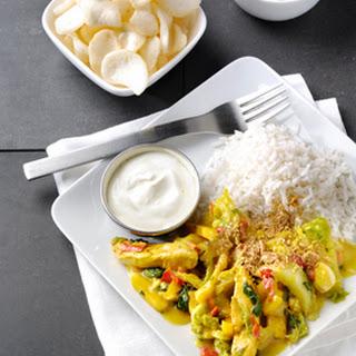 Gewokte kip Kerrie Madras met yoghurt en seroendeng