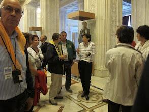 Photo: Rou3S126-151001Bucarest, Parlement, rdc, guide dédiée francophone, groupe IMG_8628