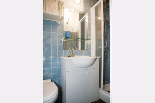 vacation rentals bathroom eiffel tower