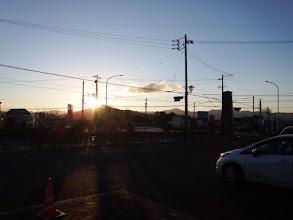 駐車場から朝日を望む