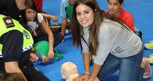 Alumnos participando en un taller de cardioprotección.