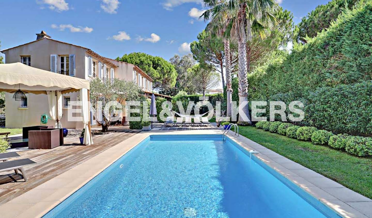 House with pool and terrace Gassin