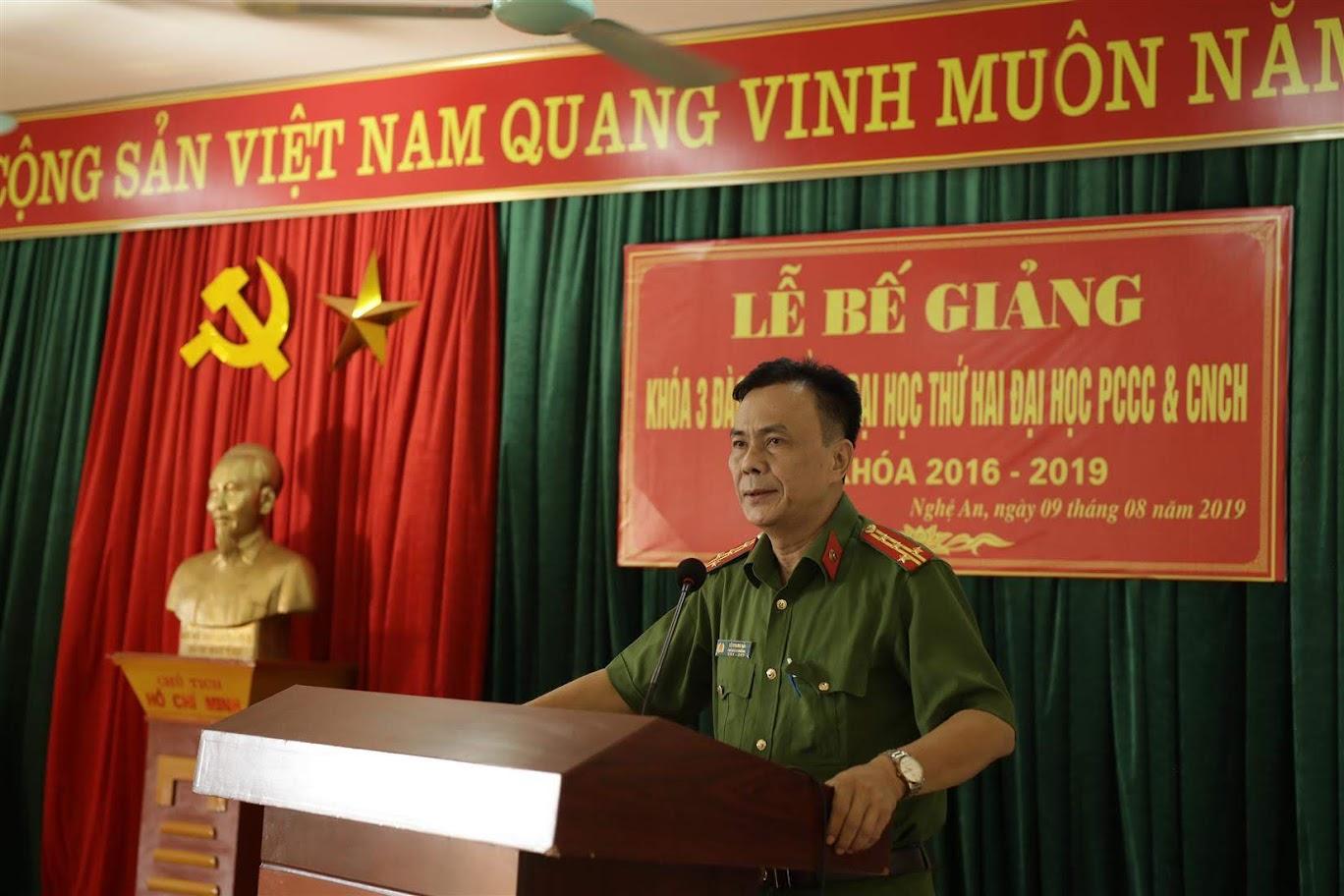 Đồng chí Đại tá, tiến sĩ Lê Quang Hải – Phó hiệu trưởng trường Đại học PCCC phát biểu tại Lễ Bế giảng