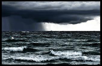 Photo: Wolkenbruch - gleich hört der Spaß auf.   Clouds, storm and Ocean