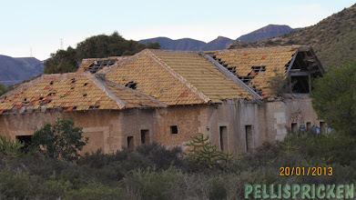 Photo: Fast vad gäller bosätta sig så hittade vi ett underbart hus som stog öde. Behövs bara nytt tak, städning och tvätta bort allt klotter. Jättefint hus!!!!!