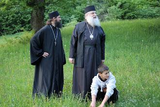 Photo: С енорийския свещеник за Долна Баня отец Христо и най-малкия от енориашите, 14 май 2015 г.
