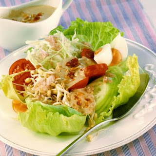Indonesian Salad with Peanut.