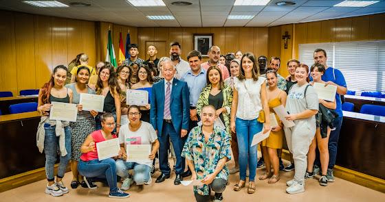 Un centenar de alumnos 'se gradúan' en Roquetas