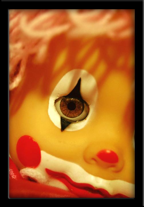 Con il sorriso dipinto di un clown... di fra7000