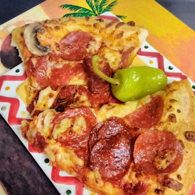Fas Foo Places by Carlo McCoy - Instagram & Mobile Android ( fan favorite, arizona, food porn, pepperoni, hot, food, cheese, game time, domino's, yum, fast, pizza, food blog, on the go, eat,  )