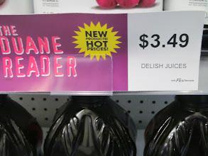 Photo: Carteles marcan los precios en especial que se ofrecen en el circular, realizando tu experiencia de shopping más sencilla.