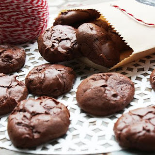 4-Ingredient Flourless Chocolate Cookies (Low FODMAP).