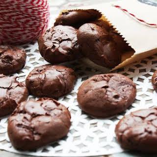 4-Ingredient Flourless Chocolate Cookies (Low FODMAP).