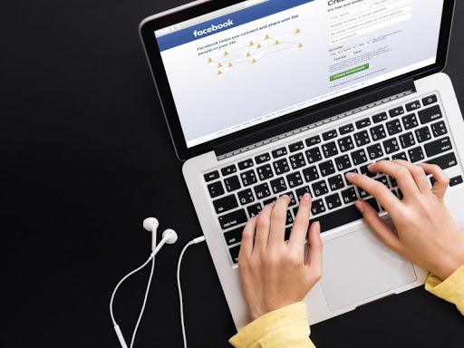 Thousands urged to sue in mass action over Facebook data leak