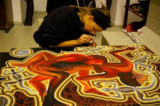 """Photo: Doreen Wolff beim Tupfen an dem Gemälde """"Tiefes Vertrauen"""", 2010"""