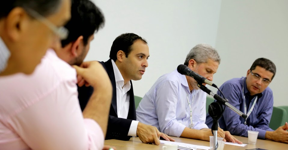 Paulo Câmara pede transparência e mais gestão para o SUS. Agreste news revista.