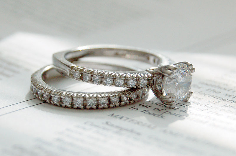 800px-Diamond_rings_photo_by_Jennifer_Dickert_(2).jpg