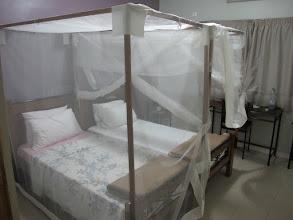 Photo: Sn4HR0211-160202Dakar, Pouponnière, chambre, lit avec moustiquaires IMG_0052