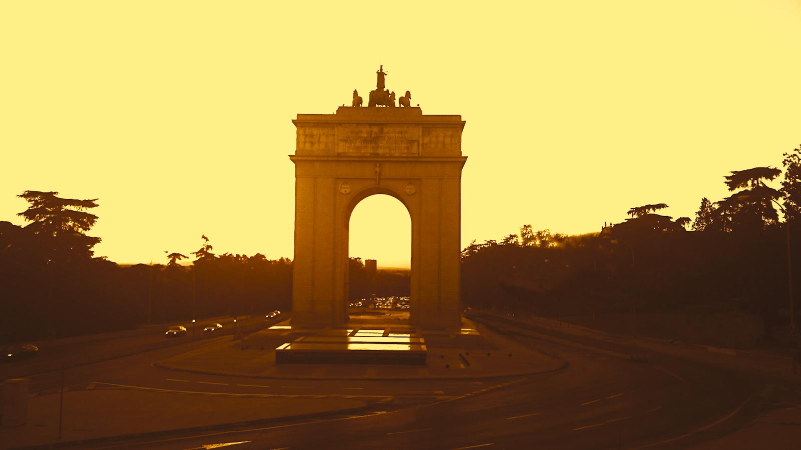 El Arco Del Triunfo De La Ciudad Universitaria De Madrid
