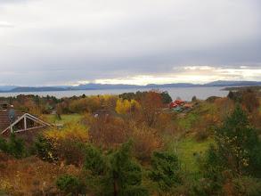 Photo: Høst på Klokkarvik med utsikt frå Bjørkevegen mot sør