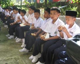 Photo: Wajah-wajah bersih anak-anak di hari pertama menjadi warga Hidayah. Pelajar tahun 1 SRIH 2007.  Siapa sangka mereka bakal melakar kegemilangan bersama Hidayah?