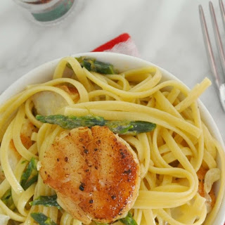 Linguine Pasta with Sea Scallops and Asparagus Creamy Sauce.