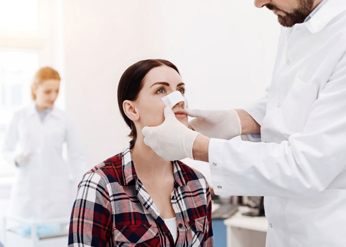 معاینه بعد از عمل بینی
