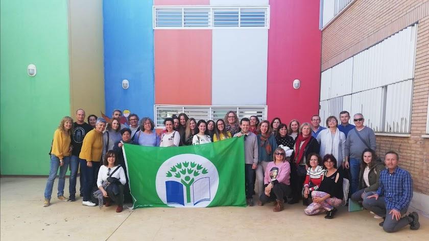 Foto de los asistentes al encuentro en el CEIP Federico García Lorca.