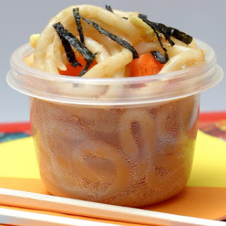 Cold Udon Noodles With Carrot and Egg