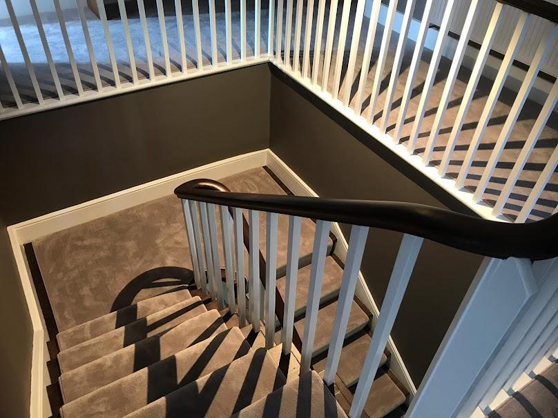 Jak wybrać odpowiednie schody do domu? Jakie będą lepsze - ze spoczynkiem, czy mieszane?