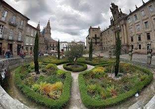 Photo: plaza entre la catedral y el monasterio