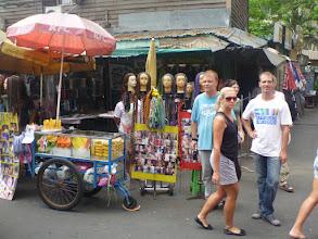 Photo: Ještě jedna momentka z turisticky oblíbené Khao San Road. Pro nás hrůzostrašná podívaná.