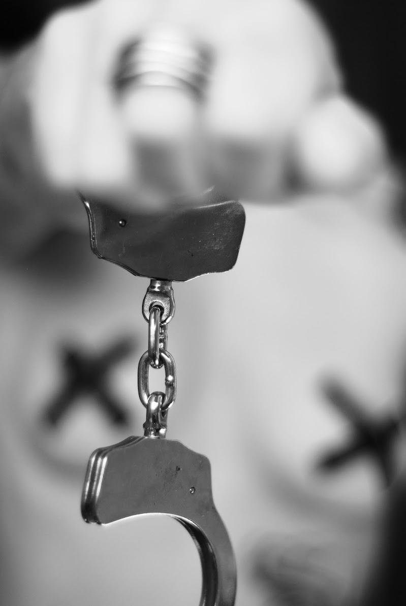 Take away my handcuffs di Lorenza Cini