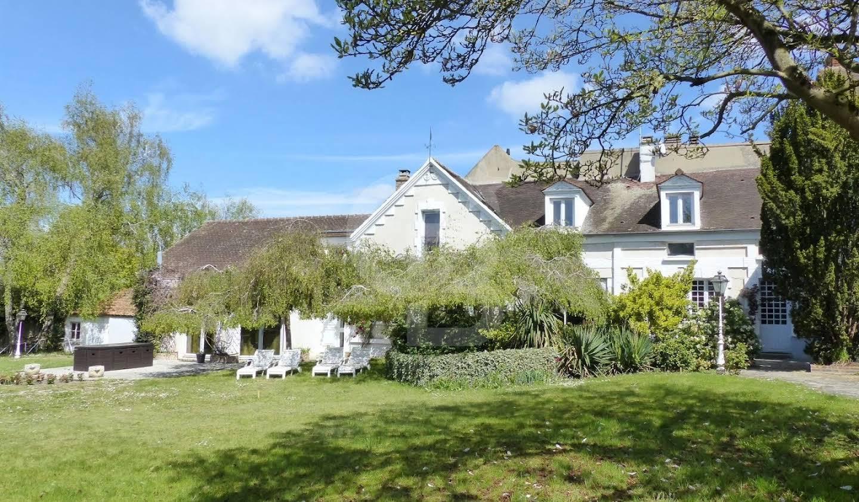 Property with garden Fontenay-le-Vicomte