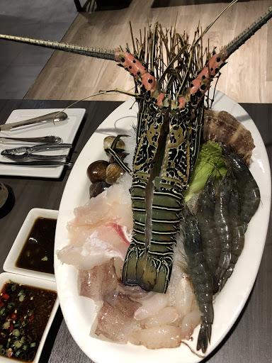 好棒的一個餐廳!老闆和員工都好好人,海鮮好新鮮,老闆知道我們是遊客還送我們喝鮮榨果汁!謝謝你們的招待,下次一定還會再來光顧的!