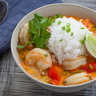 Thai shrimp soup with coconut, lemongrass & red curry [Recipe]