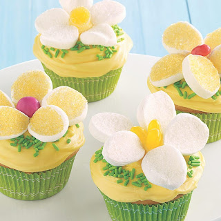 Easy Lemon Daisy Cupcakes.