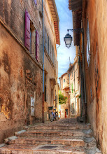 Photo: A beautiful little side street in Arles... This is where Vincent Van Gogh moved and made many artistic breakthroughs...