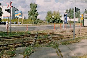 Photo: Skrzyżowanie dawnej bocznicy na Przedmieście Jakubskie z torami tramwajowymi {Toruń, ul. Skłodowskiej-Curie; 2003-09-24}